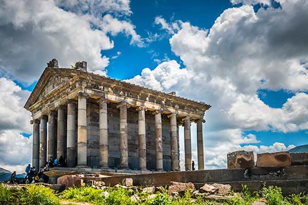 [عکس: Garni-Temple-1.jpg]